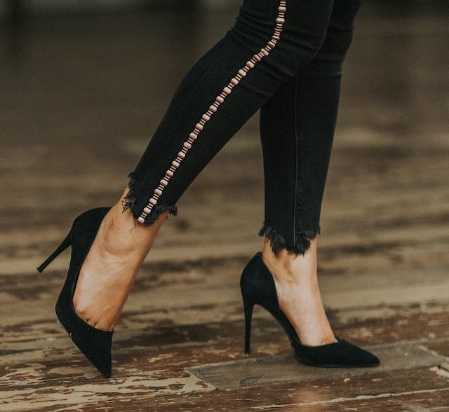 obrazek butów na wysokim obcasie